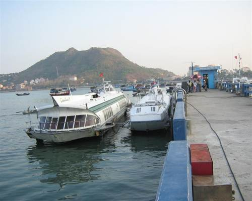 How to get to Cat Ba island from Hanoi?