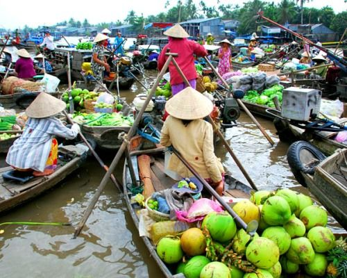 The largest floating markets in the Mekong Delta