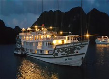Overnight cruise in Halong Bay