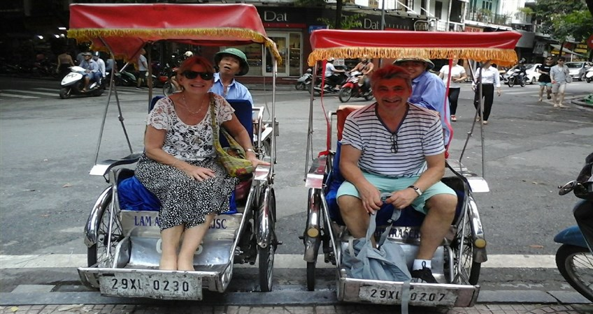 cyclo ride around hanoi old quarter