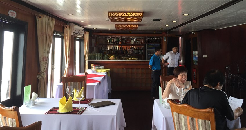 places to eat in halong bay