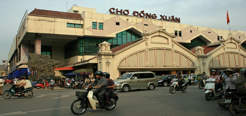 Dông Xuân, the biggest market of the capital Hanoi