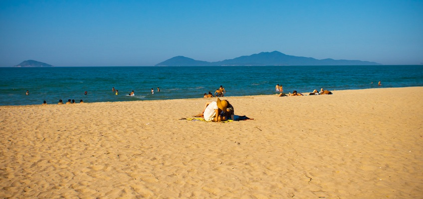 Cua Dai beach, the cheapest tourist destination in the world.