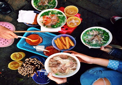 Top Markets For Enjoying Street Food In Hanoi