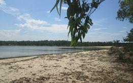 Bau Tro Lake