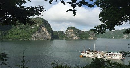 M10: Hanoi - Halong Bay Cruise Muslim Tour - 5 days / 4 nights