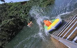 Hoa Phu Thanh water sliding