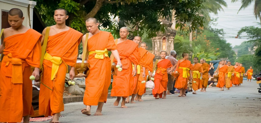 travel guide laos religion
