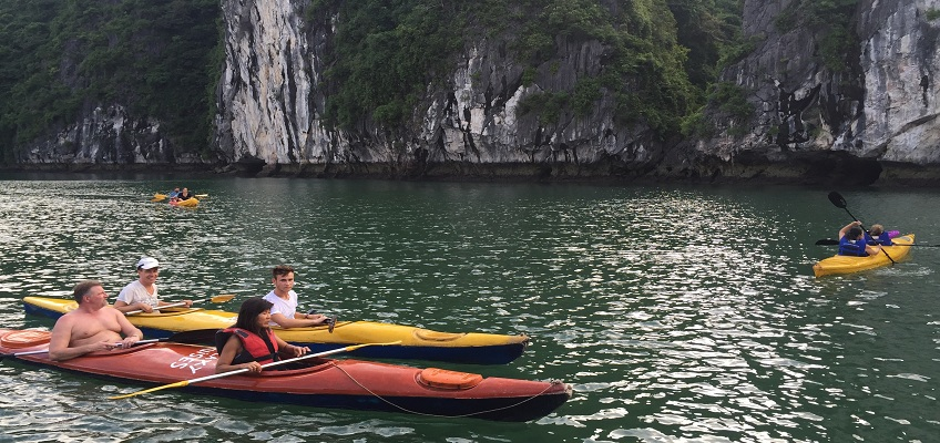 Quang Ninh: Out of kayaking in Halong Bay