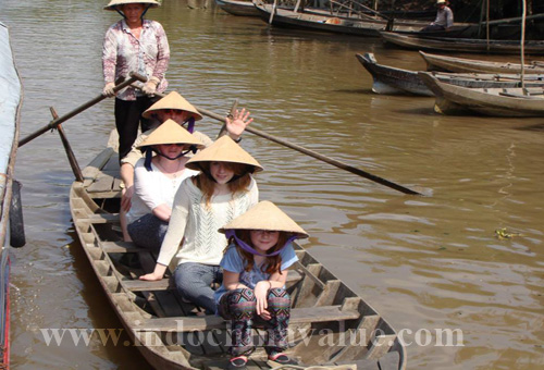 Visit the Mekong Delta and try famous brand cakes